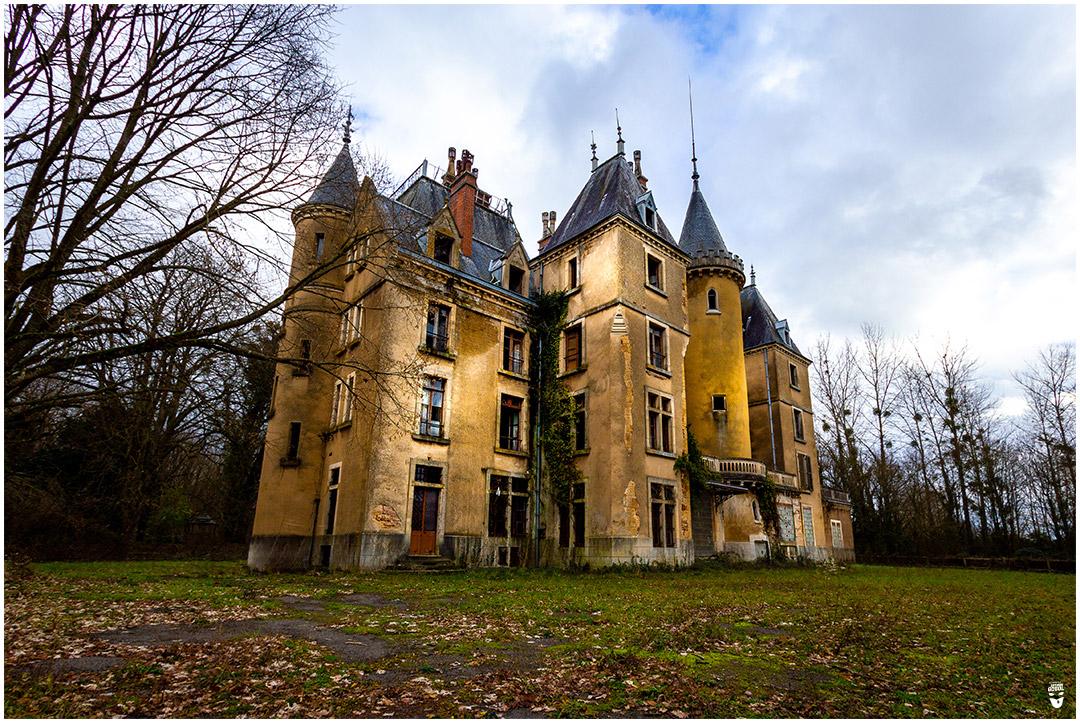 Batman et Gogol Roger Andermatt Urbex Château abandonné